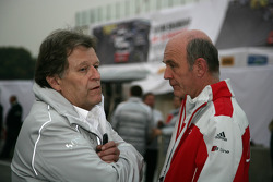 Norbert Haug, directeur sportif Mercedes-Benz, et Dr. Wolfgang Ullrich, directeur du département spo