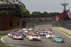 Start: #2 Vitaphone Racing Team Maserati MC12: Alexandre Negrao, Enrique Bernoldi, #38 All-Inkl.com