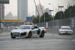 Départ de la course derrière la voiture de sécurité