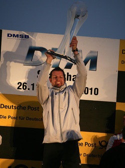 Podium du championnat : Mercedes Team HWA remporte le championnat des équipes