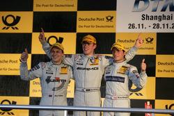 Podium du championnat : Paul di Resta (Team HWA AMG Mercedes), champion DTM 2010 ; Gary Paffett (Tea