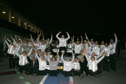 DTM 2010 champion Paul di Resta, Team HWA AMG Mercedes celebrates with his team