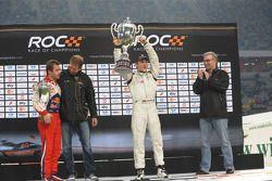 Подиум: победитель Гонки чемпионов Филипе Альбукерк, второе место – Себастьен Лёб