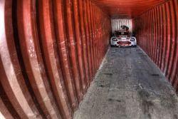#9 Hexis AMR Aston Martin DB9 in een container