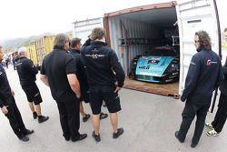 #1 Vitaphone Racing Team Maserati MC12 in een container