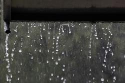 Pluie sur les stands
