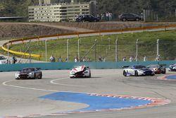 Start: #8 Young Driver AMR Aston Martin DB9: Stefan Mücke, Jose Maria Lopez in de problemen
