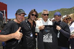 Andrea Bertolini et Michael Bartels, champions du monde 2010 FIA GT1, célèbrent leur victoire avec Stéphane Ratel et Alberto Rodriguez