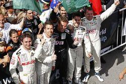 Race winnaars Frédéric Makowiecki en Yann Clairay, 3de Clivio Piccione en Jonathan Hirschi