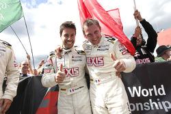 Race winnaars Frédéric Makowiecki en Yann Clairay