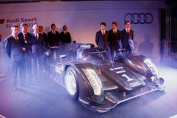2011 Audi R18 TDI met Dr. Wolfgang Ullrich, Ralf Juttner en Audi fabrieksrijders: Tom Kristensen, Ri