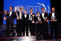 Le président de la FIA Jean Todt avec les champions du monde 2010 FIA