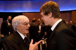 Le Président de FOM Bernie Ecclestone et le champion du monde de Formule 1 FIA Sebastian Vettel