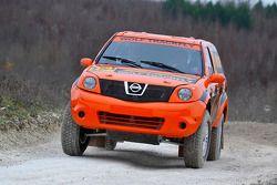 Team Dessoude : Honghzi Guo et Denis Schurger testent la Nissan Pathfinder T1