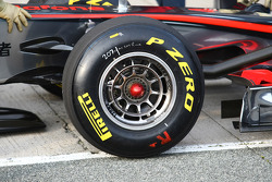 McLaren using the same style of rims as Ferrari