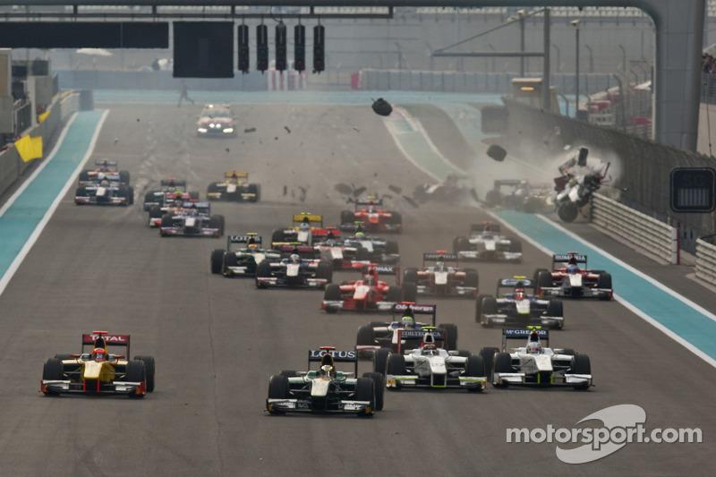 Départ Jules Bianchi mène le peloton