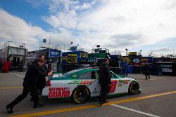 Wagen Dale Earnhardt Jr., Hendrick Motorsports Chevrolet naar technische inspectie