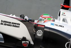 Vitaly Petrov, Lotus Renault GP, met boodschap voor Robert Kubica, Lotus Renault GP