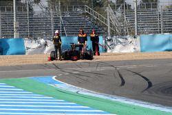Vitaly Petrov, Lotus Renault GP van de baan