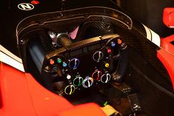 yeni Marussia Virgin Racing MVR-02 direksiyon