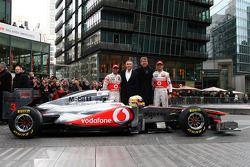 Lewis Hamilton, McLaren Mercedes, Martin Whitmarsh, PDG McLaren, Fritz Joussen, PDG Vodafone Germany, Jenson Button, McLaren Mercedes