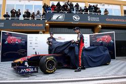 Enthüllung des neuen Toro Rosso STR6: Jaime Alguersuari, Scuderia Toro Rosso; Sebastien Buemi, Scude