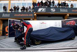 Jaime Alguersuari, Scuderia Toro Rosso et Sebastien Buemi, Scuderia Toro Rosso dévoilent la STR6
