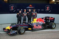 Кристиан Хорнер, руководитель команды Red Bull Racing, Себастьян Феттель, Red Bull Racing, Эдриан Нь