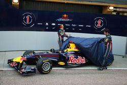 Sebastian Vettel, Red Bull Racing ve Mark Webber, Red Bull Racing unveil yeni RB7