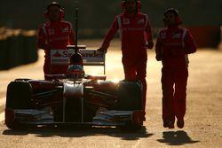 Fernando Alonso, Scuderia Ferrari s'arrête en piste à la fin de la session
