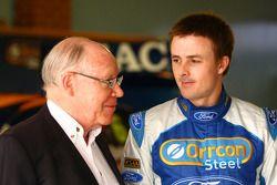Allan Moffitt met Mark Winterbottom, #5 Ford Performance Racing
