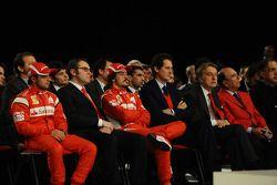 Felipe Massa, Stefano Domenicali, Fernando Alonso, John Elkann, Luca di Montezemolo, Emilio Botin en la presentación del Ferrari F150