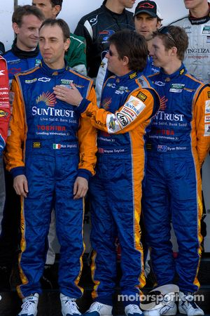 Rolex 24 At Daytona Champions foto: Max Angelelli, Wayne Taylor en Ryan Briscoe