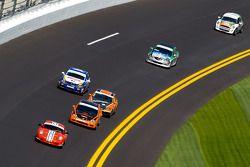 #71 DeMan Motorsport Boxster: Rick DeMan, Dan Ferguson mène un groupe de voitures