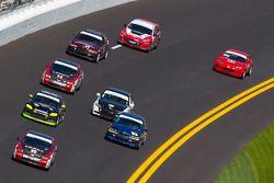 #90 HART Honda Civic SI: Mike Galati, John Schmitt mène un groupe de voitures