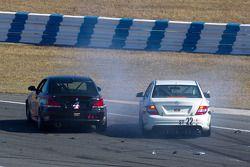 #4 Doran Racing BMW 128i: Joe Masessa, Bret Sandberg, Ari Straus en #22 FRESCH Mercedes C300: Jarett