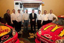 Earnhardt Ganassi Racing avec Felix Sabates annonce le retour de Juan Pablo Montoya et Jamie McMurray pour la saison 2011 NASCAR Sprint Cup Series