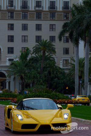 Une Ferrari Enzo se dirige vers les rues de West Palm Beach
