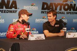 Jamie McMurray, Earnhardt Ganassi Racing Chevrolet et Jeff Gordon, Hendrick Motorsports Chevrolet