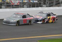 Dale Earnhardt Jr., Hendrick Motorsports Chevrolet et Kasey Kahne, Red Bull Racing Team Toyota