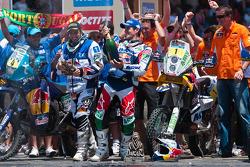 Podio: ganador Marc Coma, tercero Helder Rodrigues