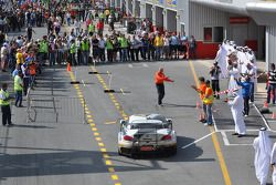 Race winnaar #76 Need for Speed Schubert BMW Z4 GT3: Augusto Farfus, Edward Sandström, Tom Milner, C