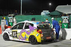 Arrêt au stand pour la #85 Springbox Renault Clio Cup de Cyndie Allemann, Amandine Foulard, Jade Handi et Corentine Quiniou