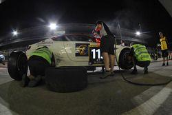 Arrêt au stand pour la #115 Aston Riviera Aston Martin GT4 de Mario Cordoni, Jonathan Hartop, Tommaso Rocca, Gilberto Calleri et Roberto Rayneri