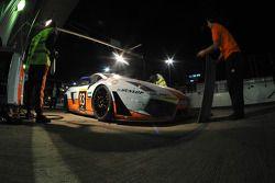 Arrêt au stand pour la #83 Gulf Team First Lamborghini LP560 de Fabien Giroix, Frédéric Fatien, Roald Goethe et Mike Wainwright