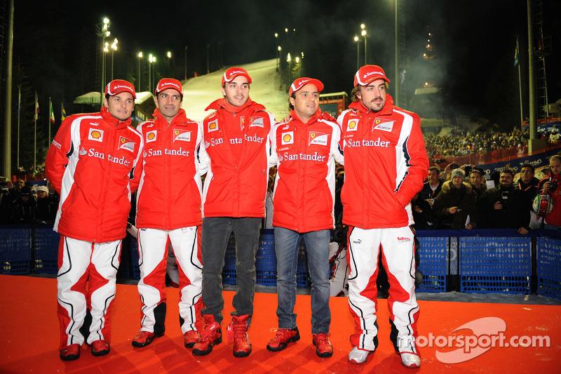 Giancarlo Fisichella, Marc Gene, piloto de pruebas Scuderia Ferrari, Jules Bianchi, piloto de prubas Scuderia Ferrari, Felipe Massa, Scuderia Ferrari yFernando Alonso, Scuderia Ferrari