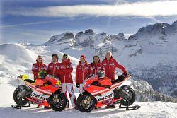 Claudio Domenicali, director de Ducati, Gabriele Del Torchio, Presidente de Ducati, Ducati, Nicky Hayden, Valentino Rossi, Ducati, Vittoriano Guareschi, piloto de prueba Ducati en la presentación de la Ducati Desmosedici GP11