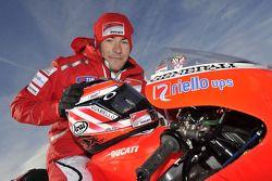 Nicky Hayden, de Ducati en la presentación de la Ducati Desmosedici GP11