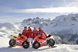 Valentino Rossi, Ducati, Nicky Hayden, Ducati, Vittoriano Guareschi, piloto de prueba Ducati en la p