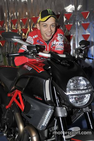 Valentino Rossi, Ducati met de Ducati Diavel Carbon